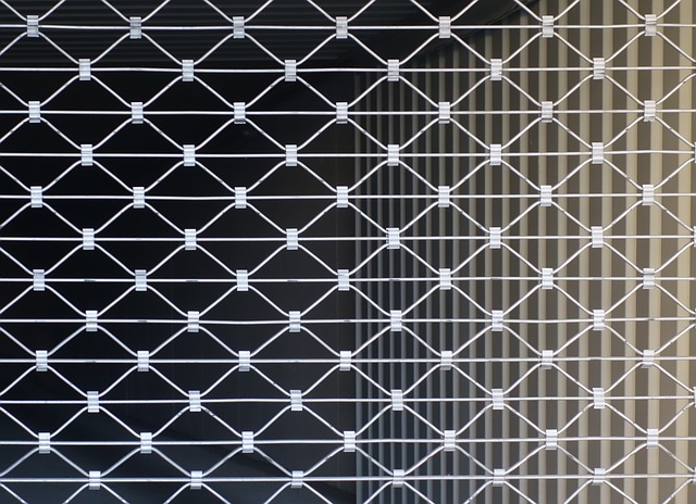 rideau métallique coincé
